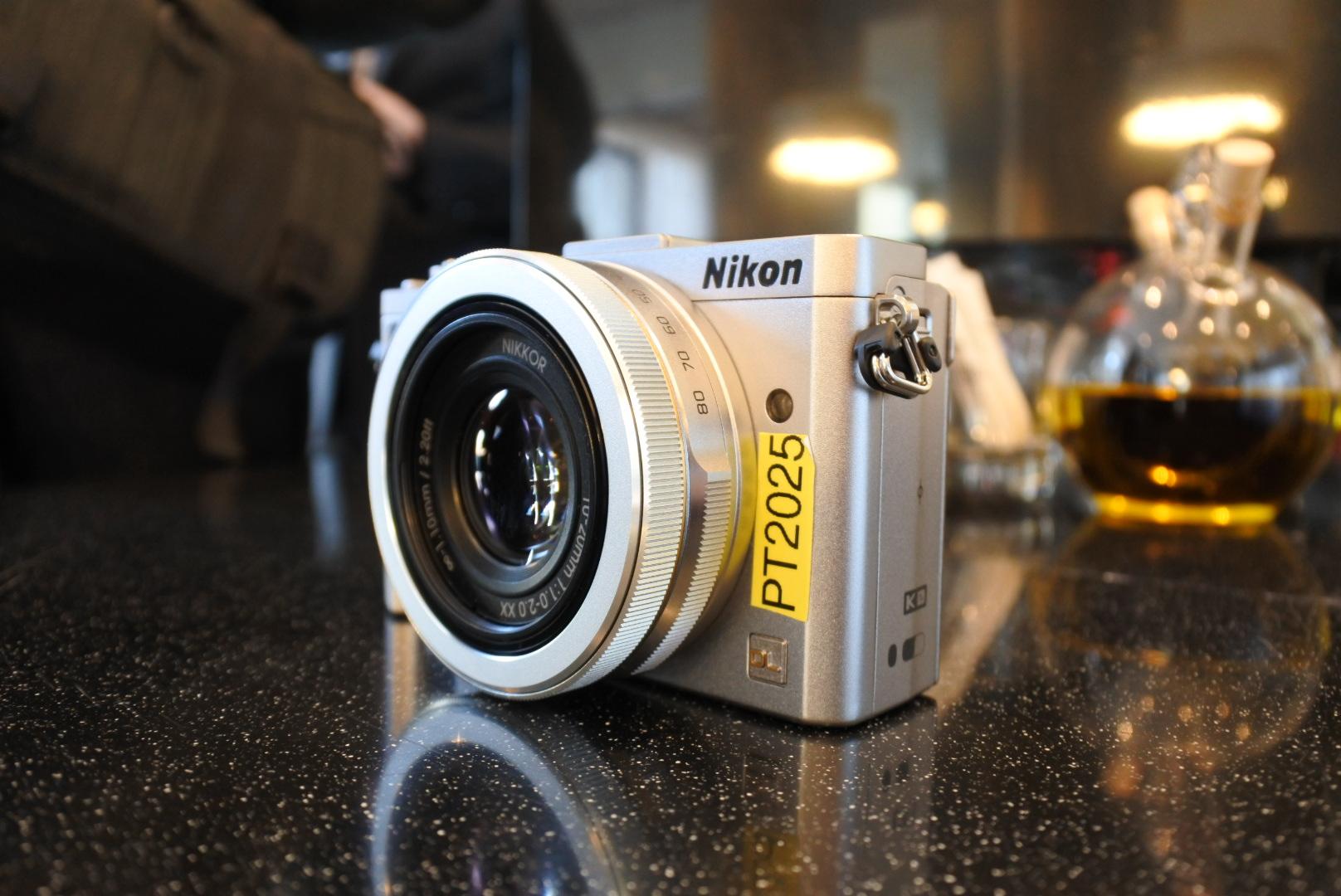 Nikon-DL24-85